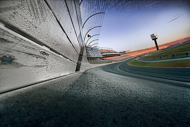 Race track at dawn:スマホ壁紙(壁紙.com)