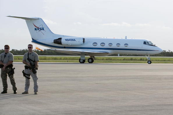 Space Shuttle Endeavor「STS-118 Crew Arrives At Cape Canaveral Ahead Of Launch」:写真・画像(4)[壁紙.com]
