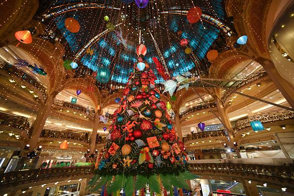France「Les Galeries Lafayette Christmas' Decorations Inauguration In Paris」:写真・画像(17)[壁紙.com]