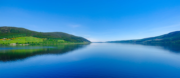 "Freshwater「Loch Ness, a large, deep, freshwater loch in the Scottish Highlands worldwide famous for its castle, Castle Urquhart, and for its monster, the shy ""Nessie"".」:スマホ壁紙(3)"