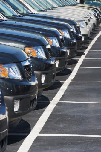 Car Dealership「Row of cars in car lot」:スマホ壁紙(4)