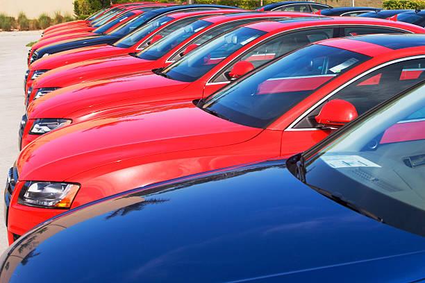 Row of cars in car lot:スマホ壁紙(壁紙.com)