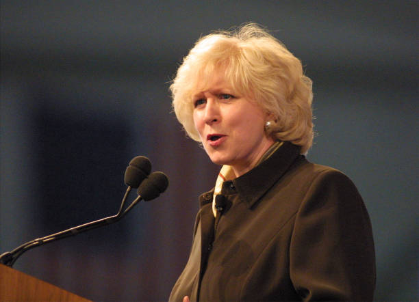 Former Canadian PM Kim Campbell at the Bakersfield Business Conference:ニュース(壁紙.com)