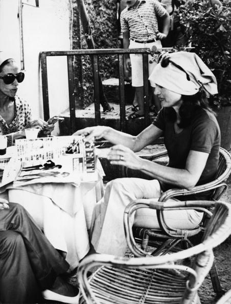 Jacqueline Kennedy「Jacqueline Kennedy Onassis At Outdoor Cafe In Capri」:写真・画像(18)[壁紙.com]