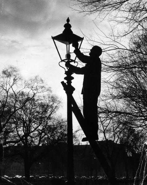 Electric Lamp「Lamp Lighter」:写真・画像(2)[壁紙.com]