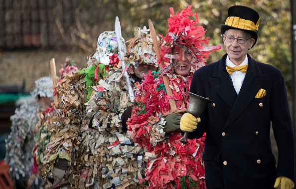 トピックス「The Traditional Marshfield Mummers Is Performed On Boxing Day」:写真・画像(6)[壁紙.com]