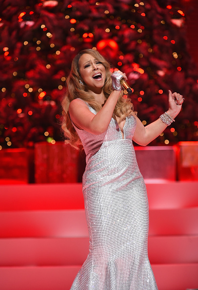 Mariah Carey「Queen Of Christmas, Mariah Carey Performs Her Holiday Smash Hits At The Beacon Theater In NYC」:写真・画像(8)[壁紙.com]