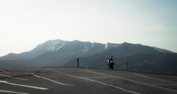 Austria, Salzburg State, motorbike on parking place at Grossglockner High Alpine Road:スマホ壁紙(壁紙.com)