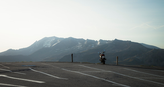 Motorcycle「Austria, Salzburg State, motorbike on parking place at Grossglockner High Alpine Road」:スマホ壁紙(17)