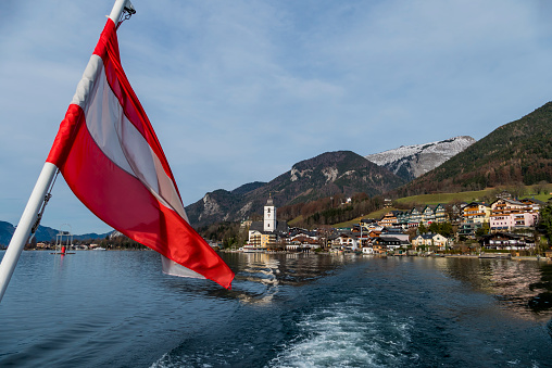 Salzkammergut「Austria, Salzburg State, St. Wolfgang at Wolfgangsee with ensign in the foreground」:スマホ壁紙(2)