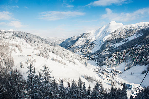 Austria, Salzburg State, Altenmarkt-Zauchensee, alpine landscape in snow:スマホ壁紙(壁紙.com)