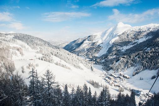 雪山「Austria, Salzburg State, Altenmarkt-Zauchensee, alpine landscape in snow」:スマホ壁紙(7)