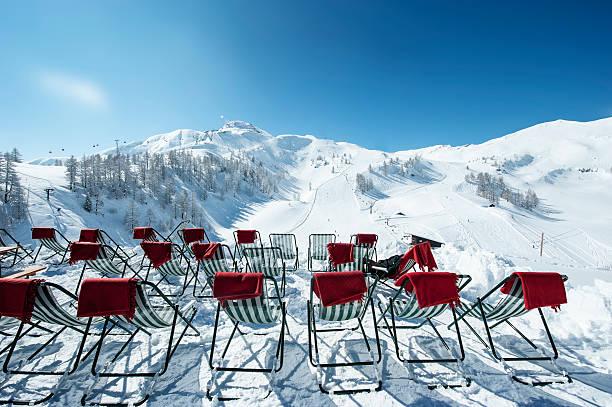 Austria, Salzburg State, Altenmarkt-Zauchensee, row of deckcairs in alpine landscape:スマホ壁紙(壁紙.com)