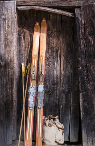 Ski Pole「Austria, Salzburg State, Altenmarkt-Zauchensee, historic skis from Olympiade Oslo 1952」:スマホ壁紙(5)