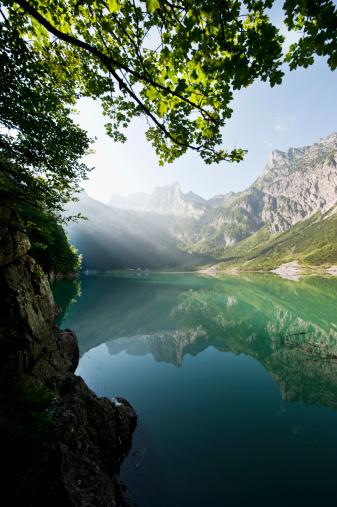 Salzkammergut「Austria, Salzburg County, View of Lake Hinterer Gosausee with mountains」:スマホ壁紙(9)