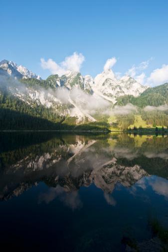 Salzkammergut「Austria, Salzburg County, View of Lake Vorderer Gosausee with mountains」:スマホ壁紙(17)