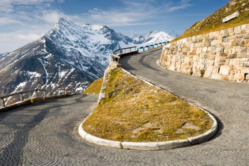Hairpin Curve「Austria, Salzburg, Hohe Tauern National Park, alpine road with mountain range in distance」:スマホ壁紙(7)