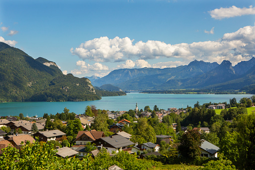 Salzkammergut「Austria, Salzburg State, Salzkammergut, Sankt Gilgen, Lake Wolfgangsee」:スマホ壁紙(12)