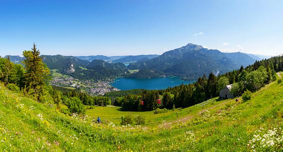 Salzkammergut「Austria, Salzburg State, Salzkammergut, St. Gilgen, Wolfgangsee, Schafberg, Zwoelferhorn cable car」:スマホ壁紙(11)