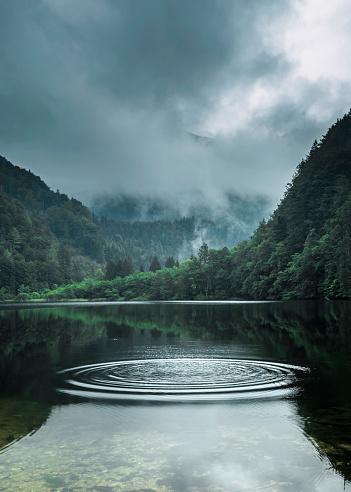 St「Austria, Salzburg State, Salzkammergut, St. Gilgen, Krotensee Lake, fog」:スマホ壁紙(16)