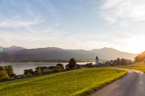 Salzkammergut「Austria, Salzburg State, Salzkammergut, St. Wolfgang at Lake Wolfgangsee」:スマホ壁紙(1)