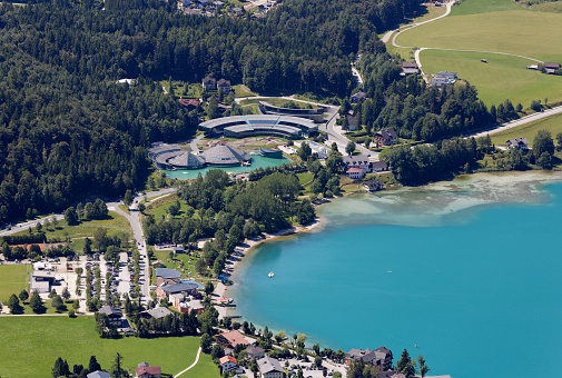 Red Bull「Austria, Salzburg State, Salzkammergut, Fuschl am See, View to Seaside Resort and Red Bull Headquarter at Lake Fuschlsee」:スマホ壁紙(17)