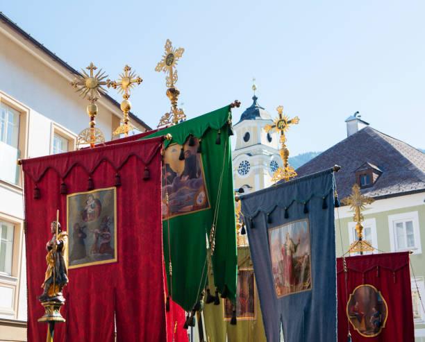Austria, Salzkammergut, Mondseeland, Gonfalons, Corpus Christi procession:スマホ壁紙(壁紙.com)