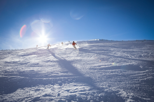 雪「Austria, Salzburg State, Hochkoenig Region, skiers on ski slope」:スマホ壁紙(4)
