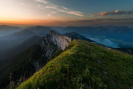 Salzkammergut「Austria, Salzkammergut, Lake Wolfgangsee at sunrise」:スマホ壁紙(9)