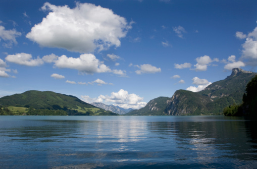 Salzkammergut「Austria, Salzkammergut, Lake Mondsee, Mount Schafberg in background」:スマホ壁紙(5)