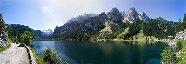 Austria, Salzkammergut, Lake Gosausee, Hiking trail in foreground:スマホ壁紙(壁紙.com)