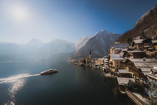 Salzkammergut「Austria, Salzkammergut, Hallstatt with Lake Hallstatt」:スマホ壁紙(19)