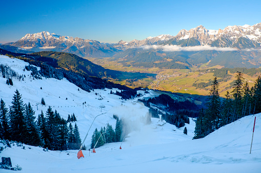 北チロル「Austria, Salzburg State, Maria Alm on Hochkoenig, alpine landscape in winter, ski amade and snow cannons」:スマホ壁紙(11)