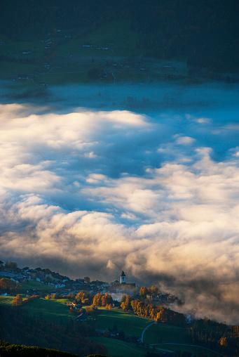 Dachstein Mountains「Austria, Salzkammergut, View from Schafberg to St. Wolfgang」:スマホ壁紙(1)