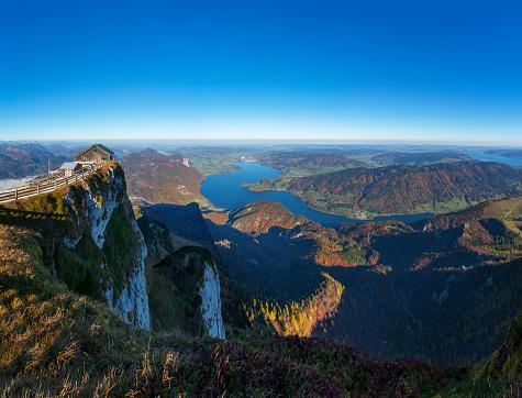 Salzkammergut「Austria, Salzkammergut, Schafberg, mountain hut, View to Mondsee and Attersee right」:スマホ壁紙(17)