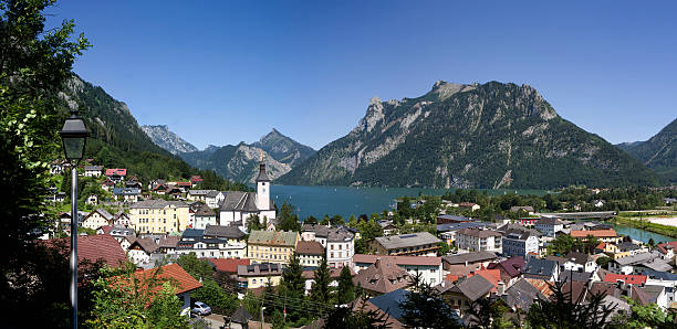 Austria, Salzkammergut, Ebensee on Lake Traunsee:スマホ壁紙(壁紙.com)