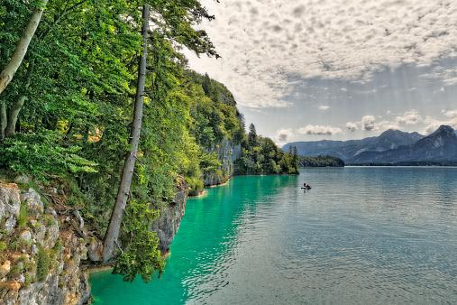 Salzkammergut「Austria, Salzkammergut, Salzburg State, Sankt Gilgen, View to Wolfgangsee Lake」:スマホ壁紙(2)