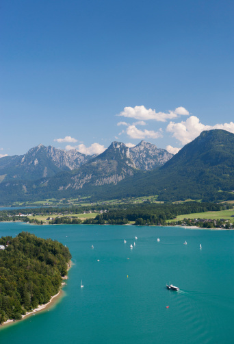 Salzkammergut「Austria, Salzkammergut, Salzburg State, Lake Wolfgangsee, View to Ried and Lake Abersee」:スマホ壁紙(0)
