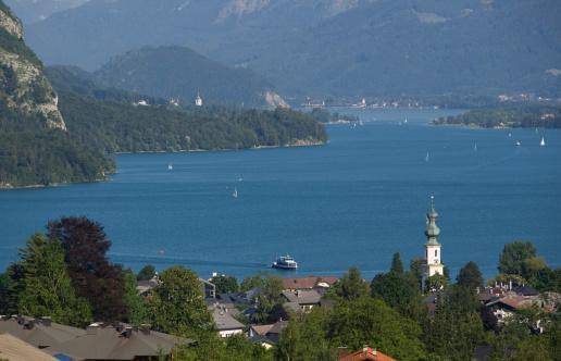 Salzkammergut「Austria, Salzkammergut, Wolfgangsee, View of St gilgen near lake」:スマホ壁紙(10)
