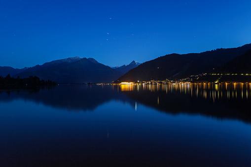 北チロル「Austria, Salzburg State, Zell am See, Zell lake and mountain panorama at night」:スマホ壁紙(16)