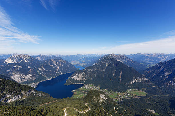 Austria, Salzkammergut, Dachstein Mountains, view on Lake Hallstein:スマホ壁紙(壁紙.com)