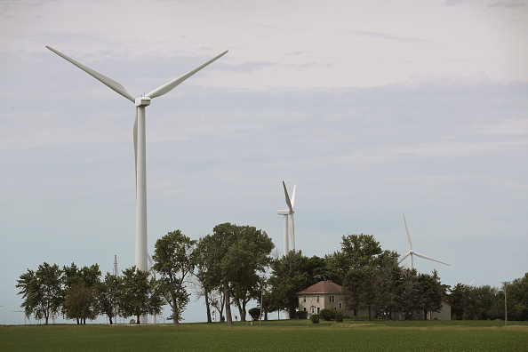 Scott Olson「Investment In Renewable Energy Outpaces Fossil Fuels As Costs Fall」:写真・画像(16)[壁紙.com]