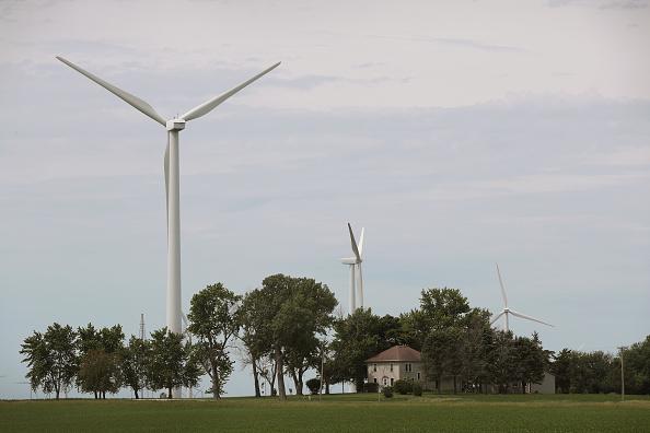 農村の風景「Investment In Renewable Energy Outpaces Fossil Fuels As Costs Fall」:写真・画像(13)[壁紙.com]