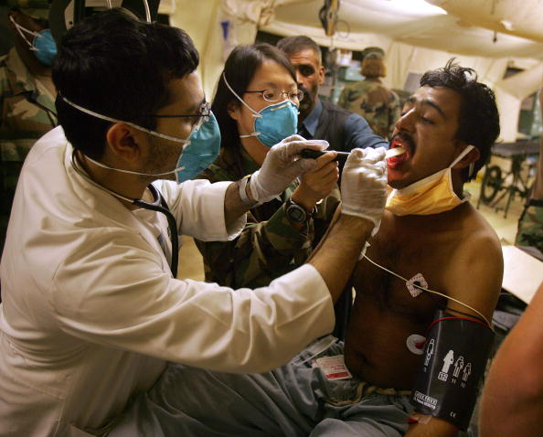 Indian Subcontinent Ethnicity「Military Field Hospital Takes In Earthquake Sick And Wounded」:写真・画像(8)[壁紙.com]