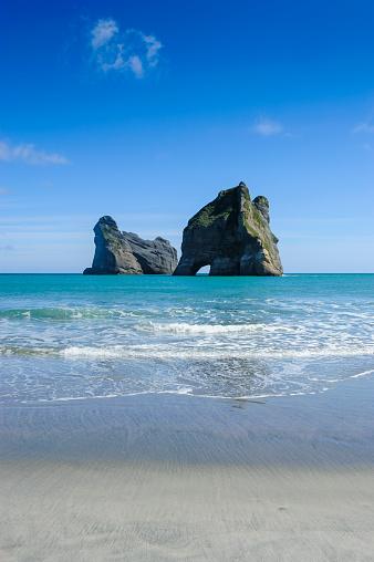 Archway Island「Archway islands, Wharariki Beach, South Island, New Zealand」:スマホ壁紙(2)