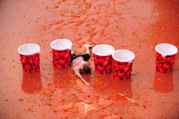 Tomato「Spanish Style Tomato Fight Held In China's Wanjiang Township」:写真・画像(11)[壁紙.com]