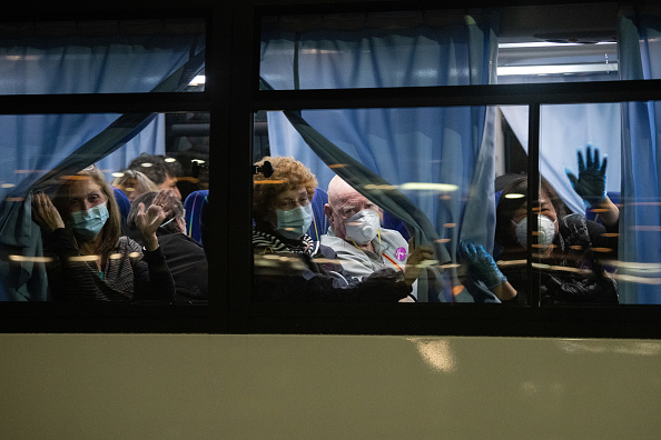 USA「U.S Citizens Evacuated From Quarantined Cruise Ship In Japan」:写真・画像(9)[壁紙.com]