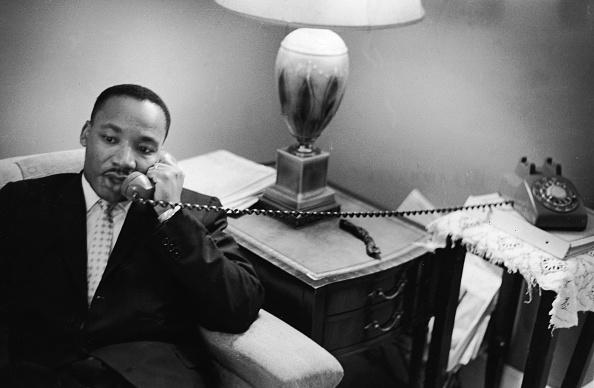 1960-1969「Dr. King Speaks On The Phone」:写真・画像(2)[壁紙.com]