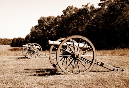 Sepia Toned「American Civil War cannon on battlefield」:スマホ壁紙(15)