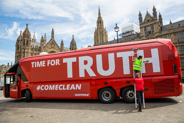 Bus「Greenpeace Re-brands Boris Johnson's Brexit Battlebus」:写真・画像(4)[壁紙.com]